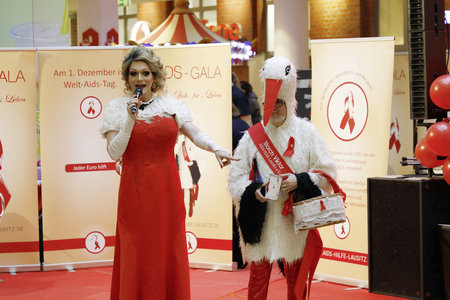 Miss Cherry Moonlight und Storch Viktor bei der AIDS-Gala 2019